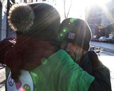 free hugs montreal winter - calins gratuits montreal hiver