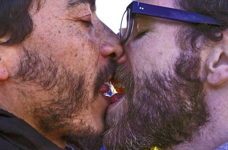 KISS-IN AGAINST HOMOPHOBIA LESBOPHOBIA TRANSPHOBIA LOVE Photoreport MICHAEL MONNIER