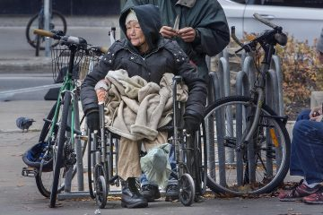 HOMELESS INJURED WOMAN MONTREAL Photoreport MICHAEL MONNIER