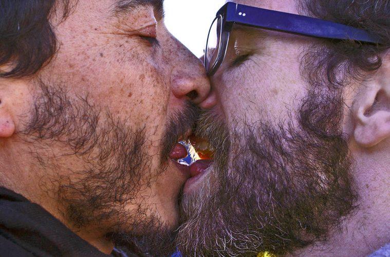 KISS-IN AGAINST HOMOPHOBIA LESBOPHOBIA TRANSPHOBIA LOVE Photoreport MICHAEL MONNIER